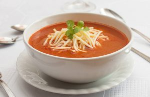 Zupa pomidorowa z makronem
